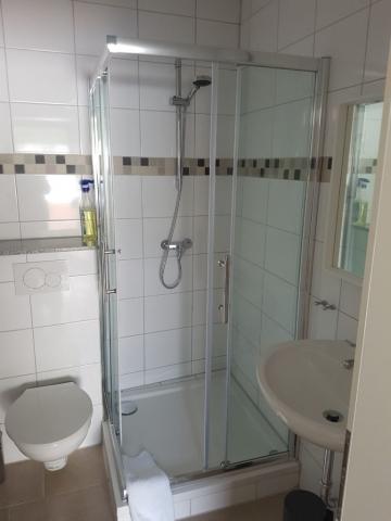Appartements Oberhausen Leutl: Badezimmer
